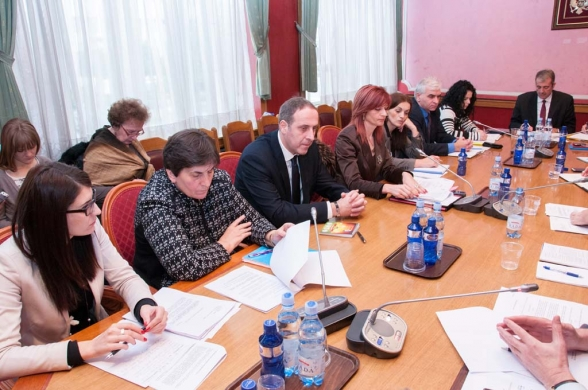 Second meeting of the Committee on Health, Labour and Social Welfare held